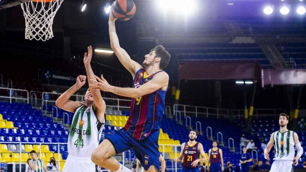Bolmaro anotando en el Barça - Joventut