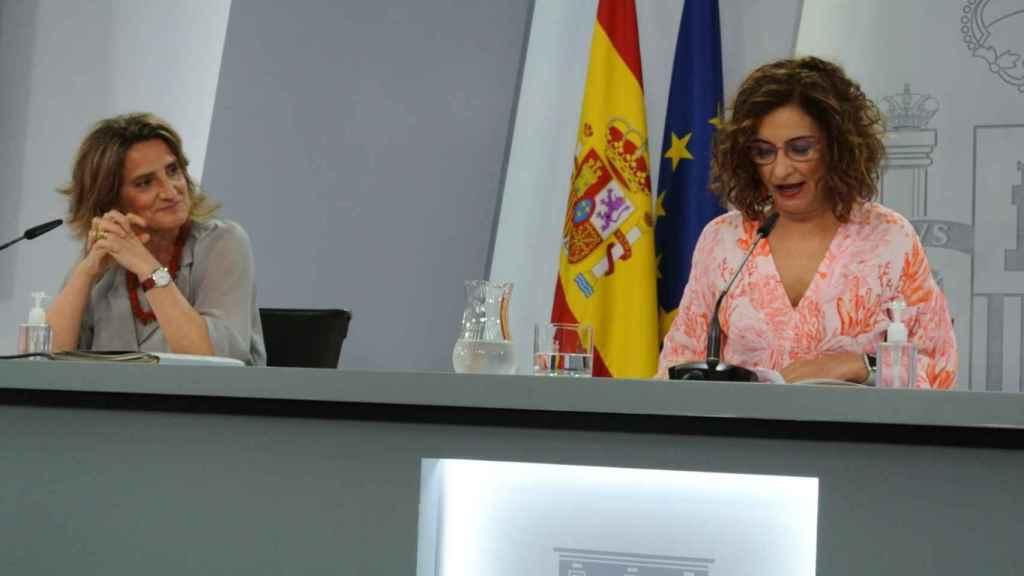 Teresa Ribera y María Jesús Montero, en la rueda de prensa posterior al Consejo de Ministros (ADP).