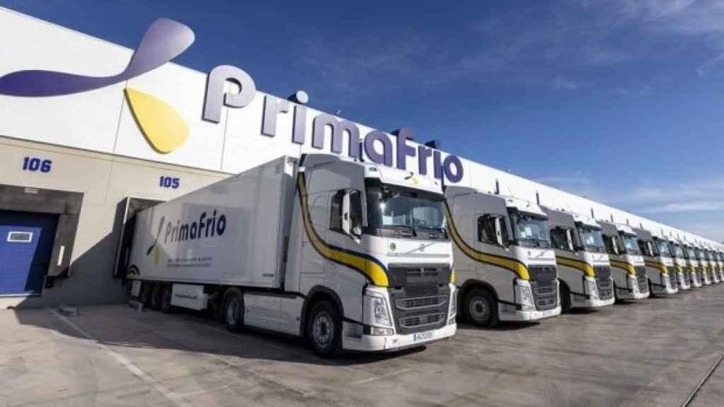 Varios camiones de Primafrio en una de sus plantas logísticas.