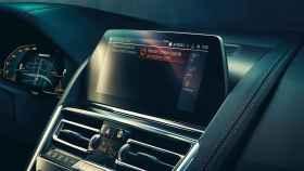 Cuadro de instrumentos y entretenimiento de BMW.