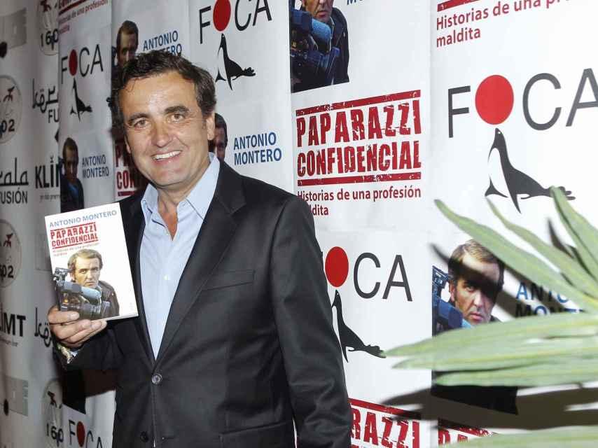 El fotógrafo Antonio Montero promocionando su libro en 2015.