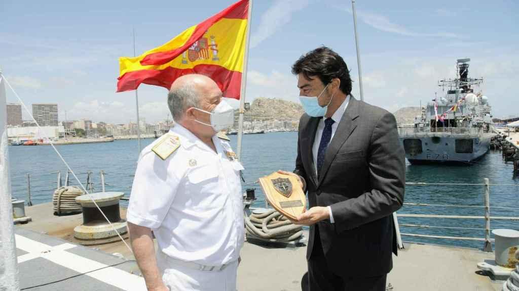 El alcalde de Alicante, en la visita a la Méndez Núñez.