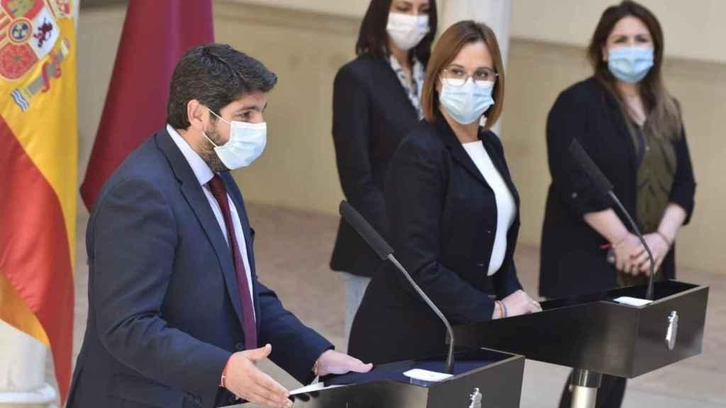 El presidente murciano, el popular López Miras, y la vicepresidenta, Isabel Franco.