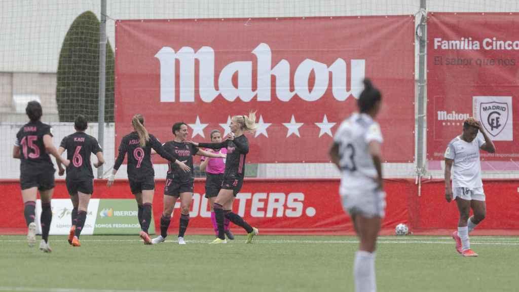 Las jugadoras del Real Madrid celebran un gol frente al Madrid CFF