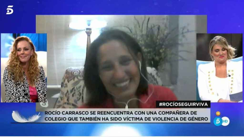 Rocío hablando con Marieta en Telecinco.