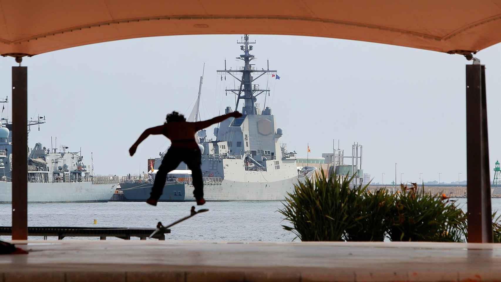 Fragatas en el Puerto de Alicante.