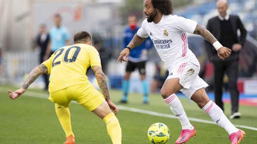Marcelo controlando el balón en el Real Madrid - Villarreal