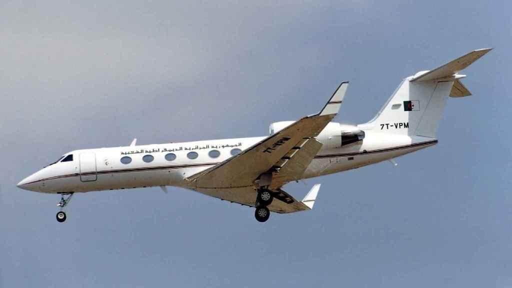El reactor bimotor Gulfstream IV del gobierno argelino, matrícula 7T-VPM, que fue expulsado del espacio aéreo español el martes por la mañana.