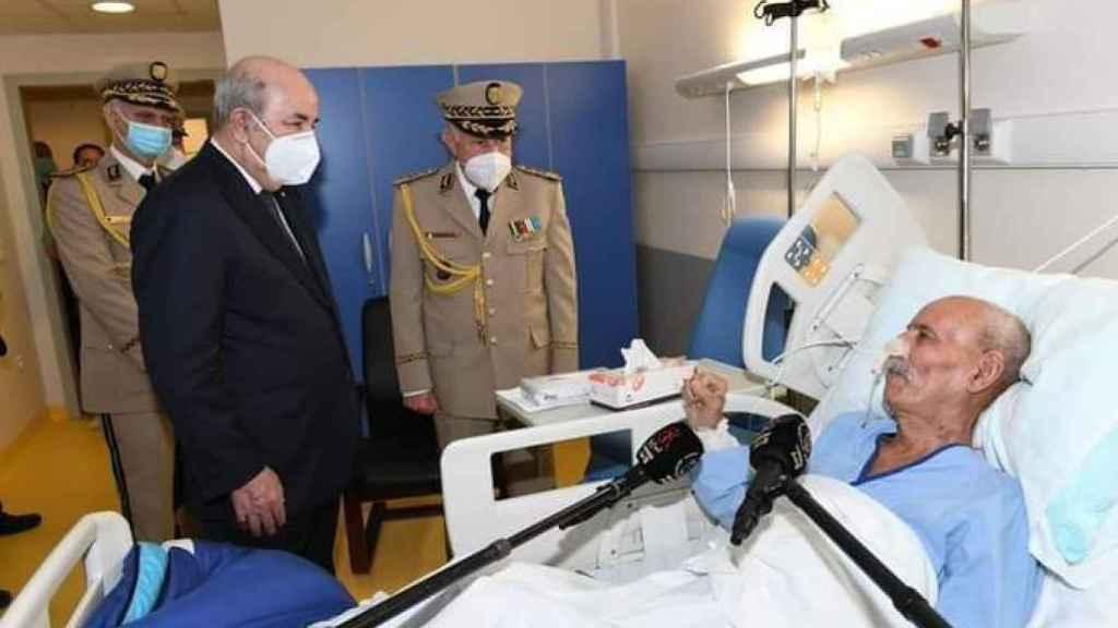 Brahim Ghali en un hospital de Argelia tras salir de España.