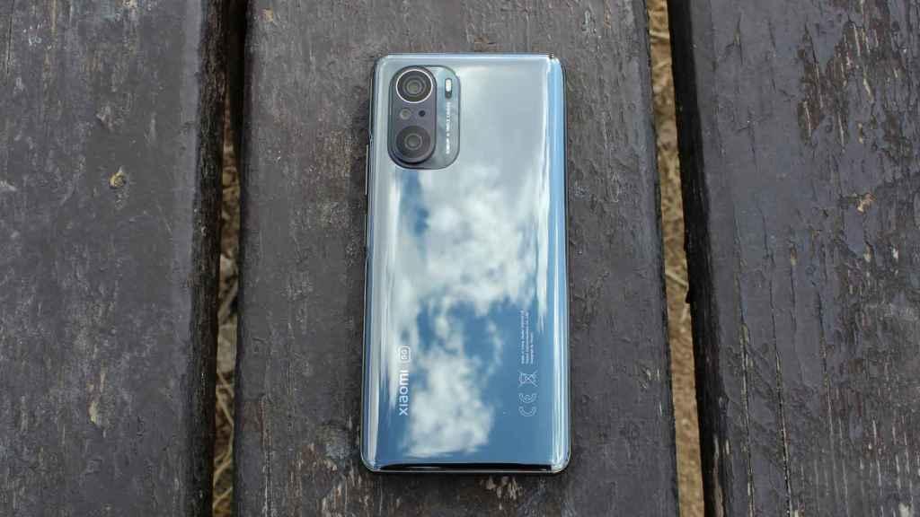 El Xiaomi Mi 11i luce un procesador Qualcomm Snapdragon 888 5G en su interior.