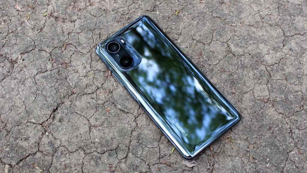 El Xiaomi Mi 11i tiene un diseño bonito y elegante.