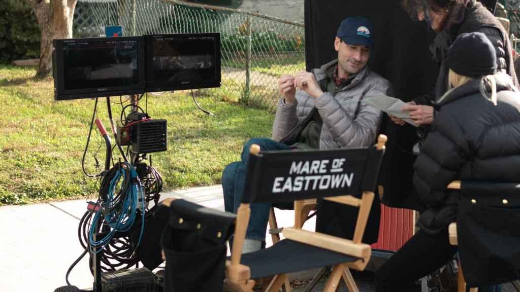 Brad Ingelsby en el rodaje de 'Mare of Easttown'.