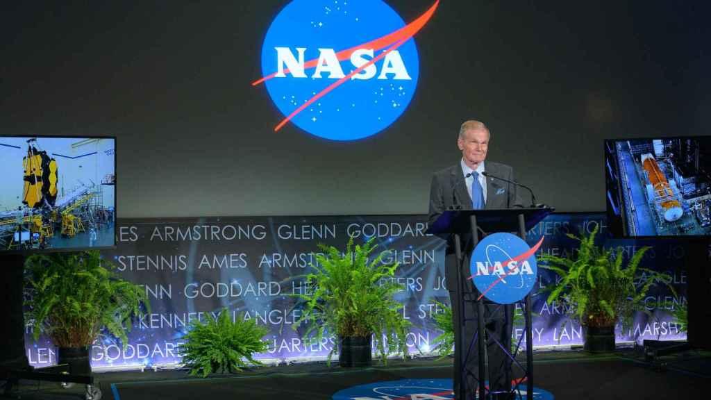 Bill Nelsol, administrador de la NASA, anunciando las misiones a Venus