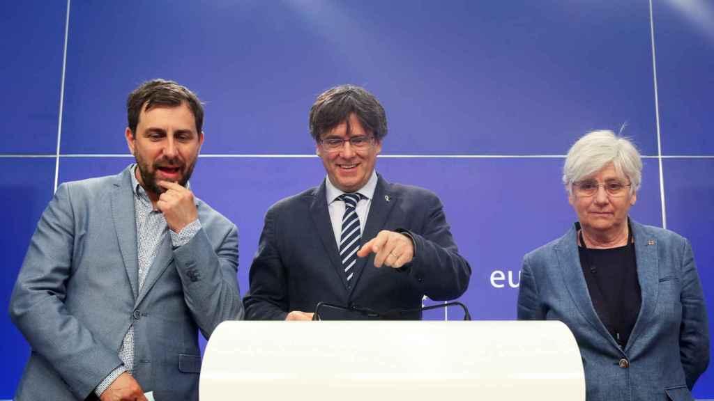 Toni Comín, Carles Puigdemont y Clara Ponsatí, en su rueda de prensa de este jueves en la Eurocámara