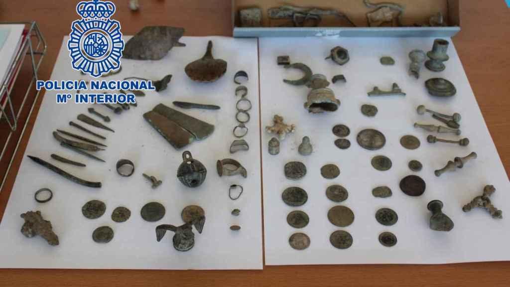 Otras de las piezas arqueológicas recuperadas durante la operación.