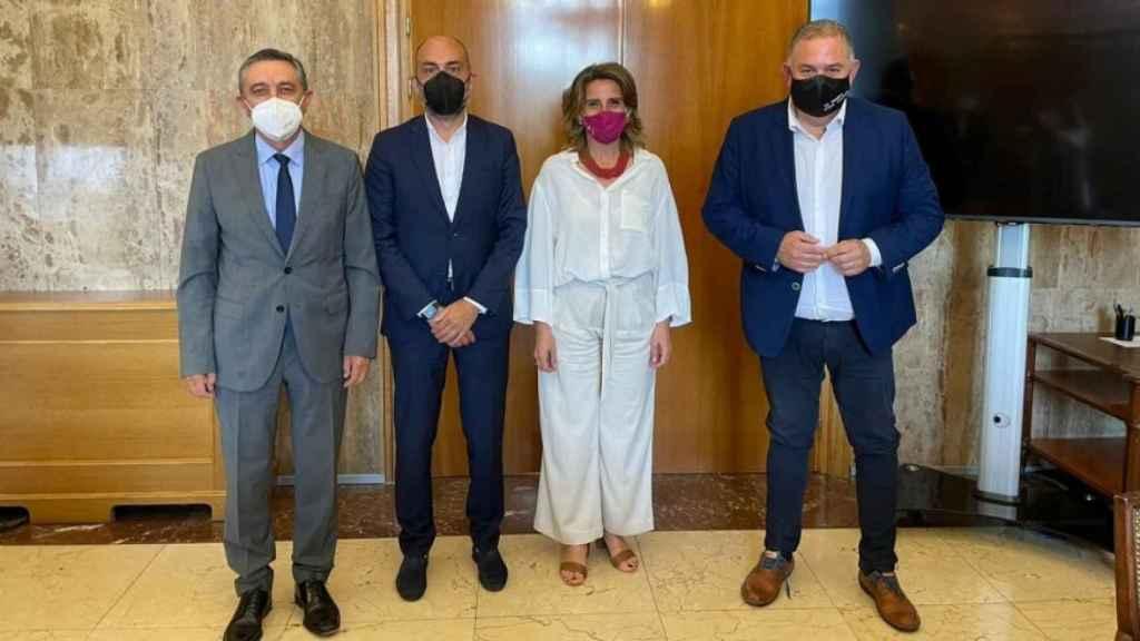 Reunión entre la ministra Ribera y los representantes del SCRATS, ayer.