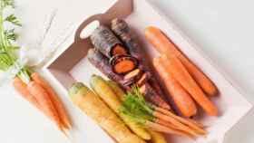 Zanahoria morada entre otras variedades.