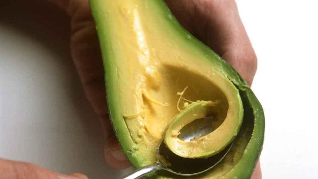 Aguacate, un ejemplo de grasa saludable de origen vegetal.