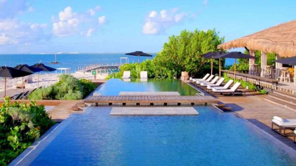 Imagen de una de las piscinas del hotel