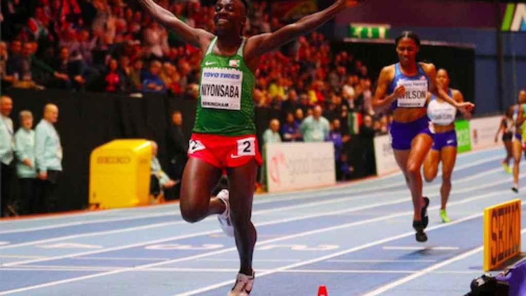 Francine Niyonsaba celebra su victoria en una prueba