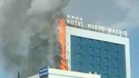 Aparatoso incendio en el Hotel Nuevo Madrid. Foto de Twitter: @olatz_hq