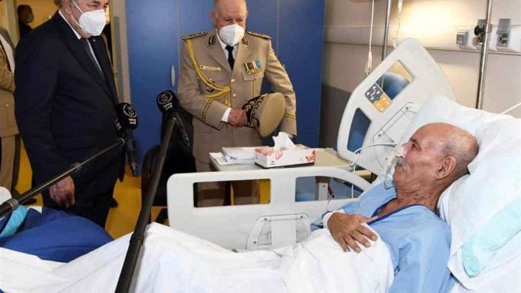 El presidente argelino y el jefe del ejército argelino visitan al líder del Frente Polisario.