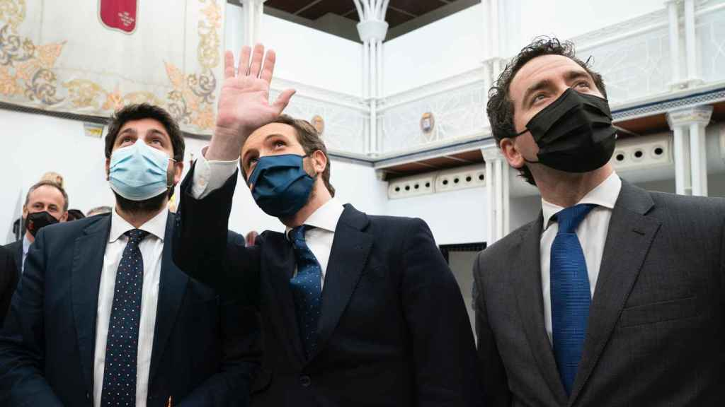 Los dirigentes populares Fernando López Miras, Pablo Casado y Teodoro García-Egea.