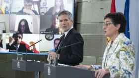Fernando Grande Marlaska, ministro del Interior, y Arancha González Laya, ministra de Exteriores, en Moncloa.