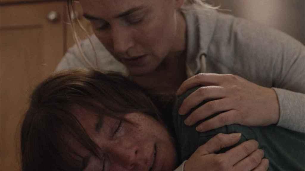Kate Winslet y Julianne Nicholson en el final de 'Mare of Easttown'.