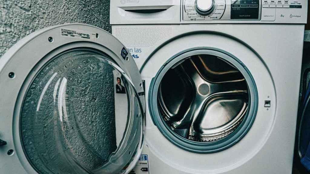 Los valencianos, obligados a pagar la luz más cara: una ordenanza impide poner de noche la lavadora