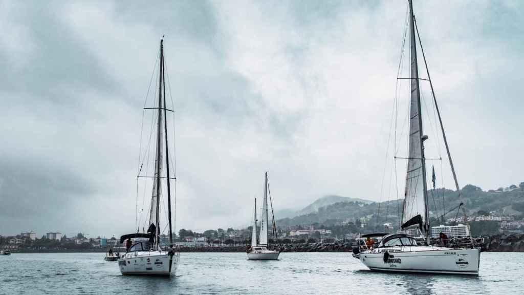 Han zarpado desde el puerto de Hondarribia y llegarán a Santiago el 19 de junio.
