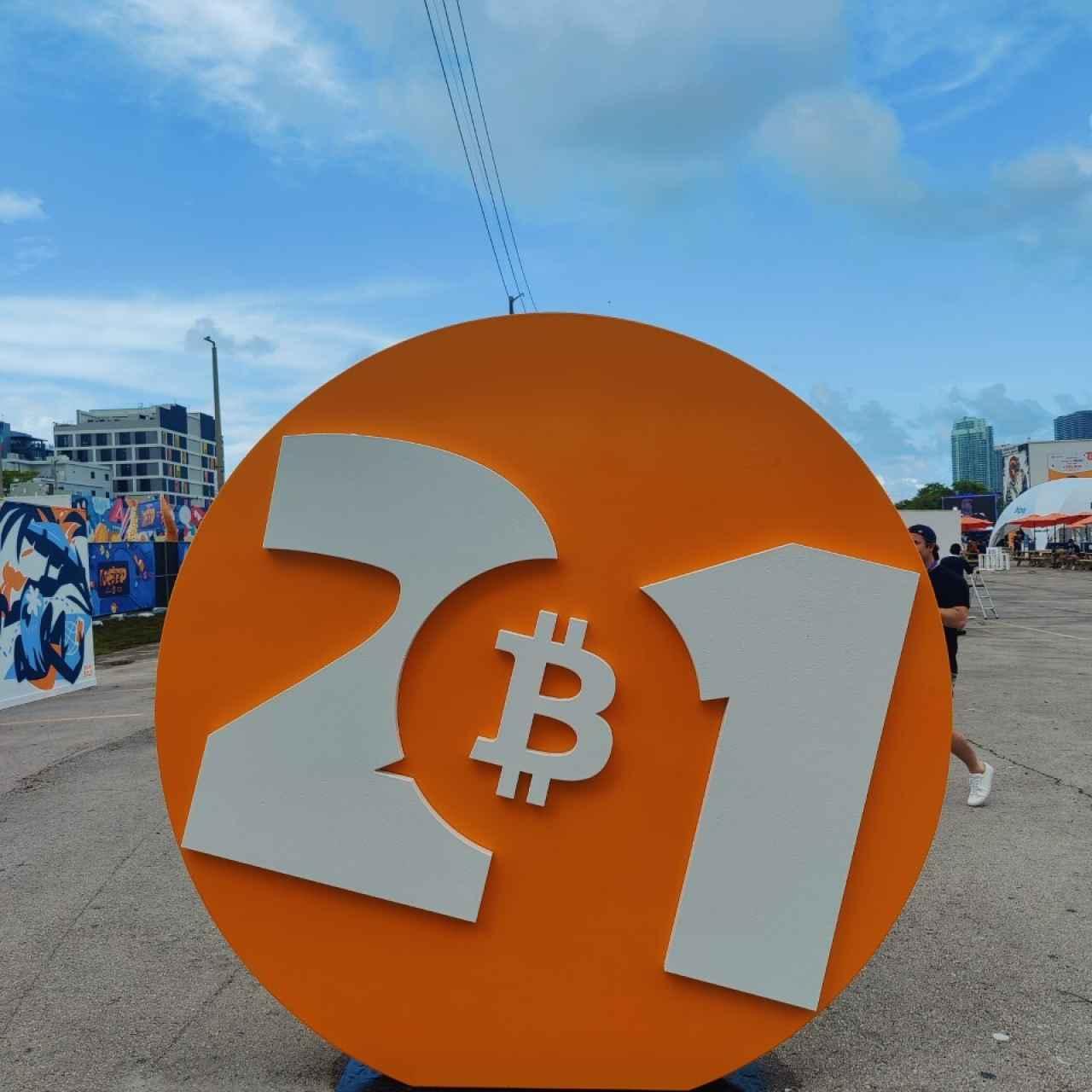 Imagen de los alrededores de la Bitcoin Conference, en Miami. Foto: RJC