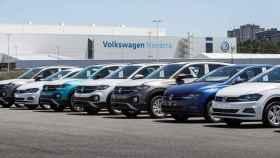 Fábrica de coches de Volskwagen en Navarra, con vehículos paralizados a la espera de chips.