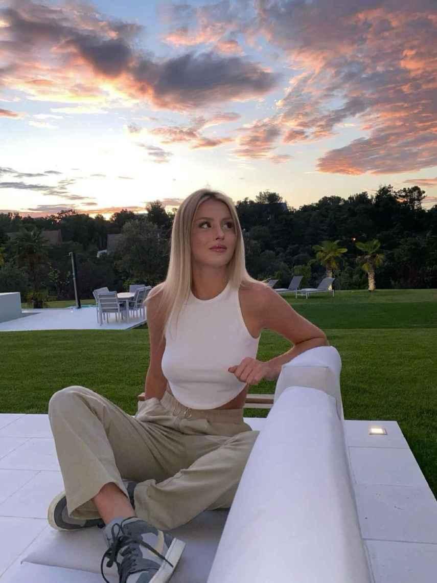 Arianna Aragón comparte idílicas fotografías desde su gran casa familiar.