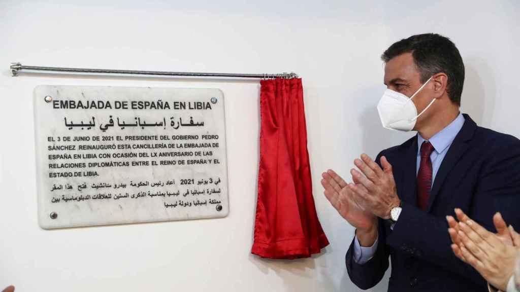 El presidente del Gobierno, Pedro Sánchez, ha reabierto la embajada de España en Trípoli, que estaba Túnez desde 2014.