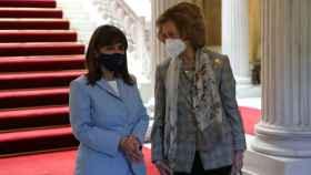 La reina Sofía junto a la presidenta de Grecia.