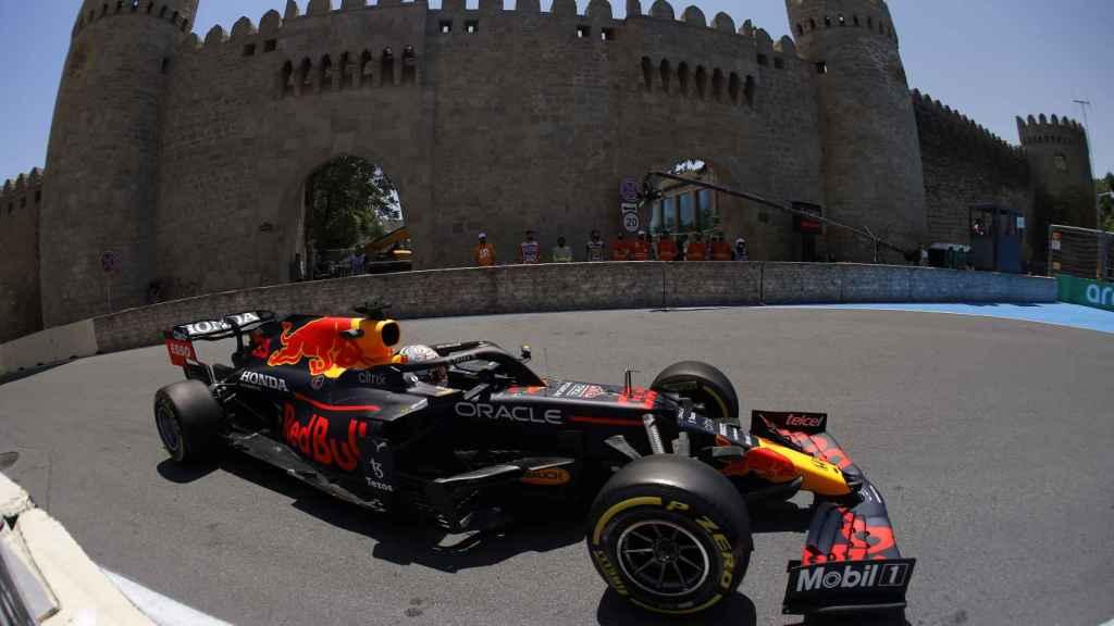 Max Verstappen en el circuito de Bakú, en Azerbaiyán