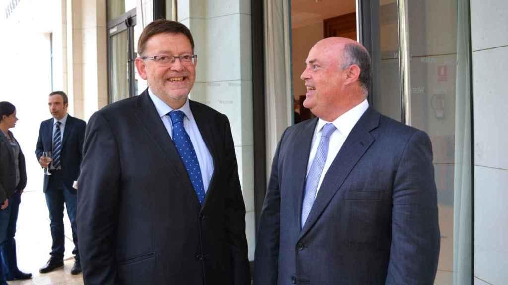 El presidente valenciano, Ximo Puig, en una imagen de archivo junto a Alberto de Rosa (Ribera Salud). EE