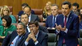 Juanma Moreno y Juan Marín, en el Parlamento andaluz.