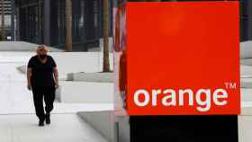 FILE PHOTO: The logo of French telecom operator Orange at the headquarters in Issy-les-Moulineaux