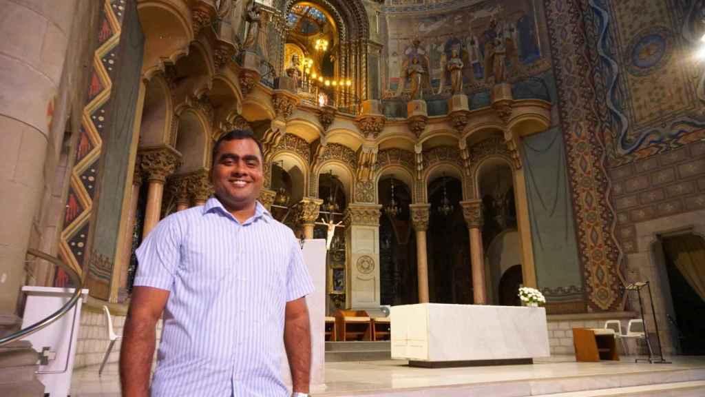 Shinto Tomas, de la India, es el párroco de Sant Tomás de Aquino