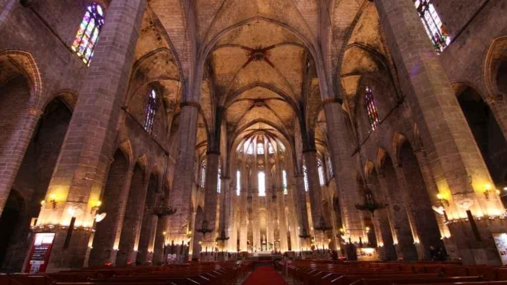 La Basílica de Santa María del Mar, la joya del litoral barcelonés, ya es más turismo que oficio