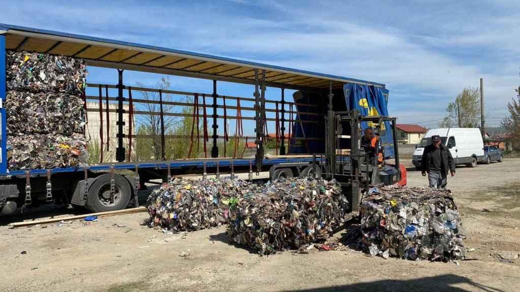 Uno de los camiones con miles de kilos de basura procedentes de Europa.