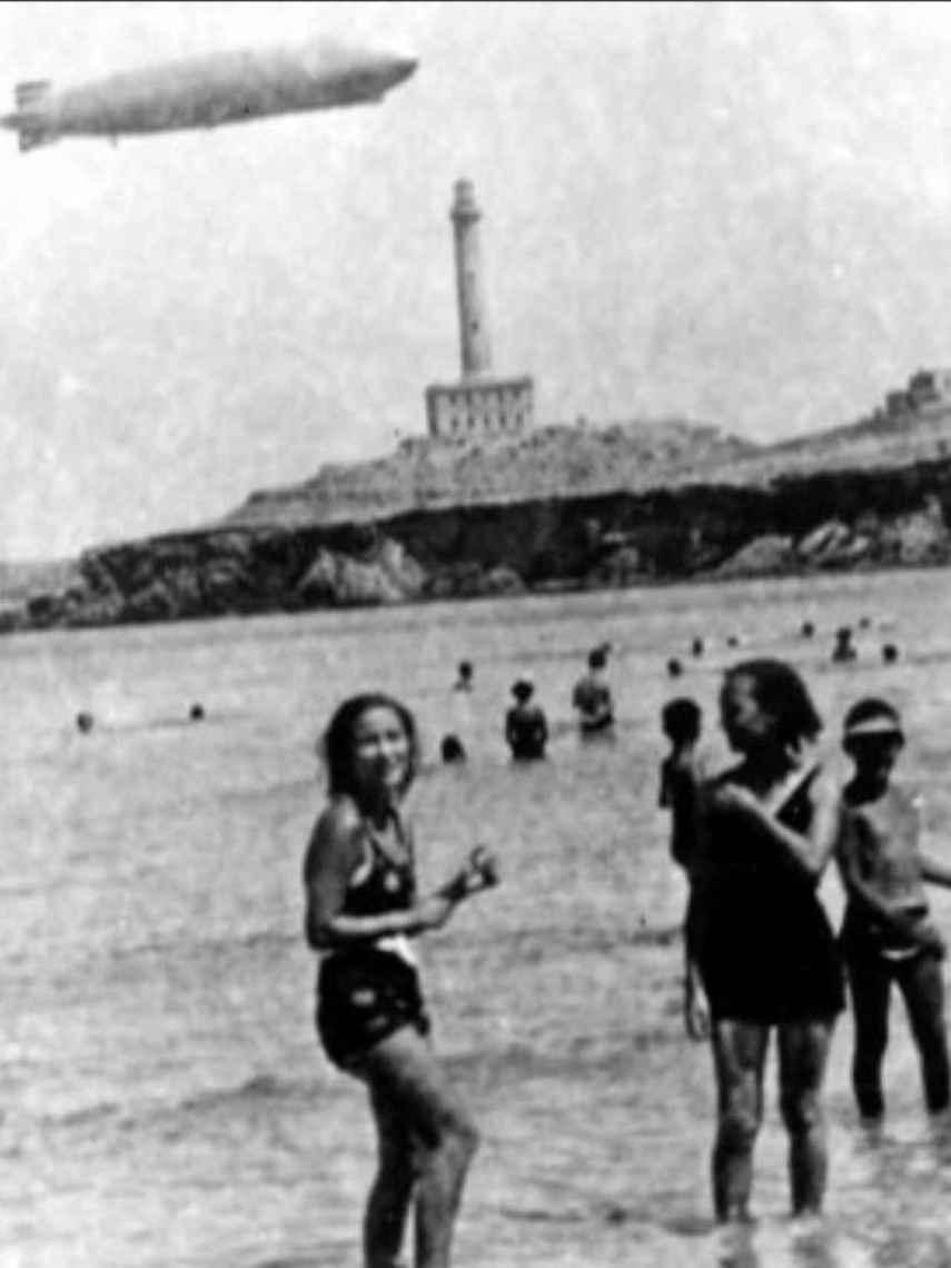 El faro de cabo de palos sobrevolado por un dirigible alemán el 2 de junio de 1935.