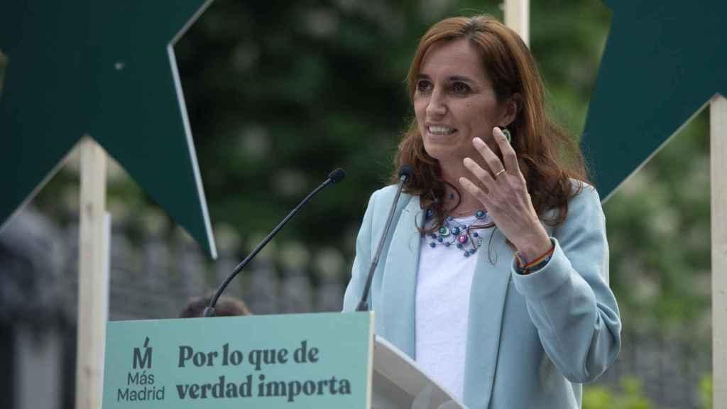Mónica García durante un acto en la Cuesta Moyano de Madrid.