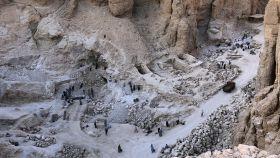 Vista aérea de la excavación en el sector occidental del Valle de los Reyes.
