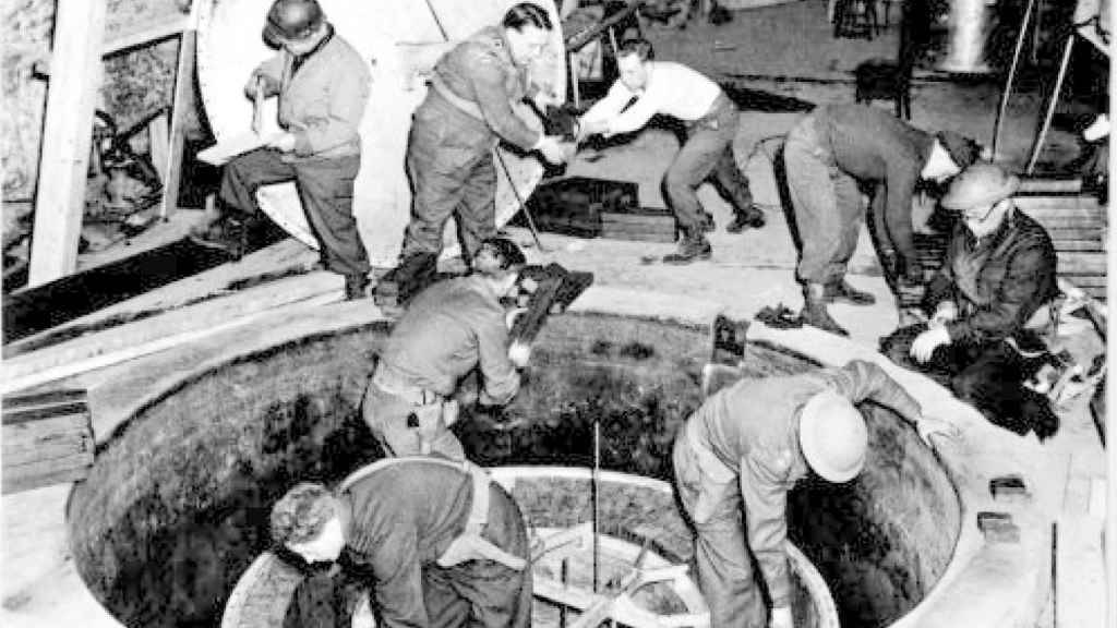 La pila atómica experimental alemana en Haigerloch, abril de 1945.