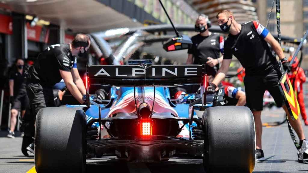 El A521 de Fernando Alonso en boxes
