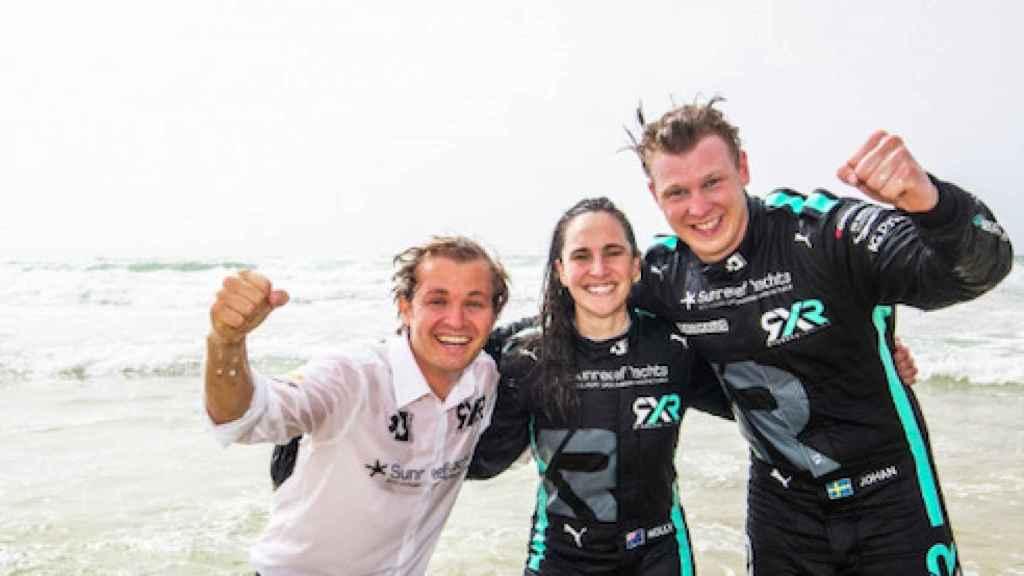 Nico Rosberg celebra una victoria junto a sus pilotos