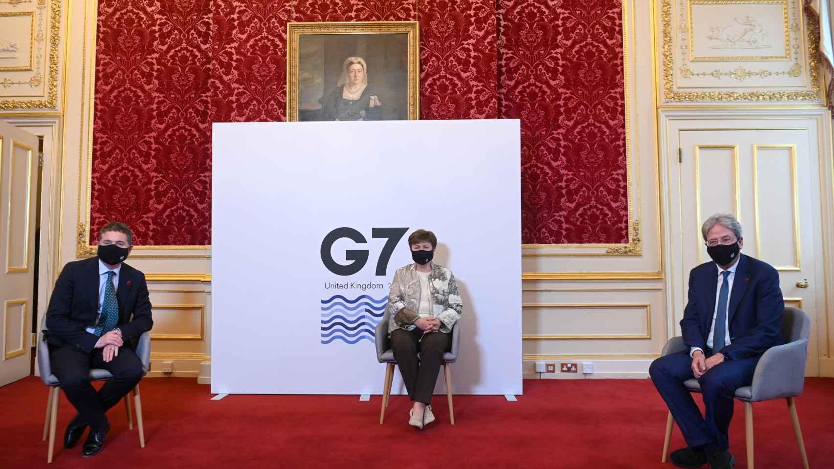 Paschal Donohoe, Kristalina Georgieva y Paolo Gentiloni en la reunión del G7.